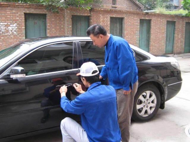 汽车钥匙被锁车里了怎么办?汽车钥匙没电了怎么开锁?