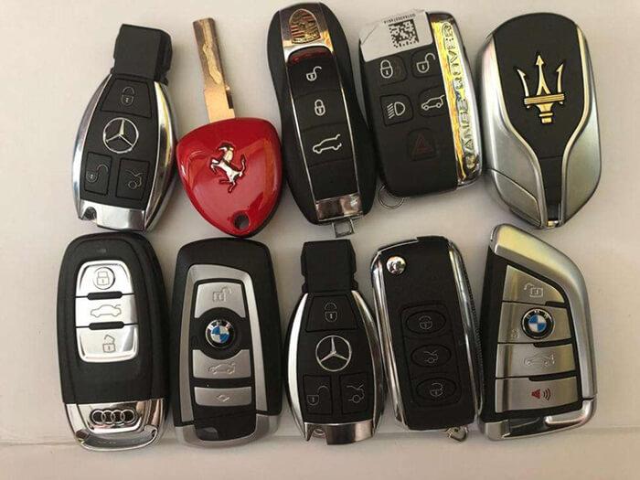 汽车钥匙忘在车里怎么开锁? 郑州汽车开锁