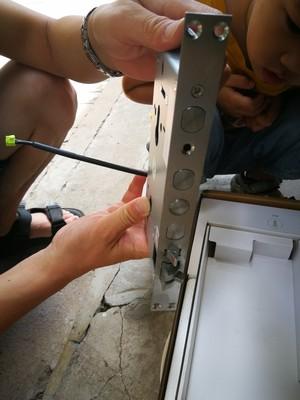安装指纹锁